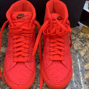 Nike high top gym shoes